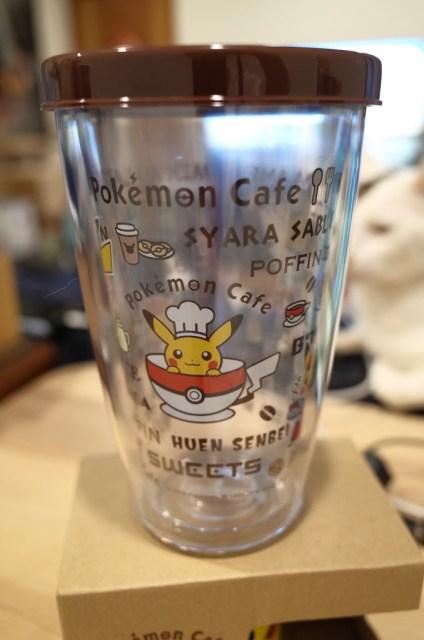 這個寶可夢咖啡廳 Pokémon Café 特別圖案的冷水杯也是用餐完後可以加價購買回家的杯子之一喔!