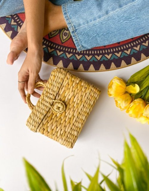 weaved straw bag