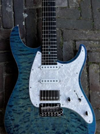 Mayones Aquila QM – 2-Tone Blue Burst Gloss
