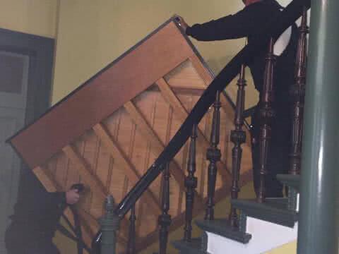 Klaviertransport Berlin - Sicher über die Treppen gebracht