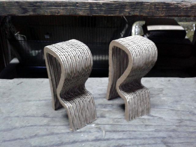 Krzeslo barowe z kartonu - 2