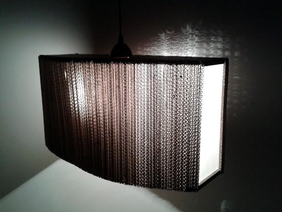 2-okna-lampa-z-tektury-5