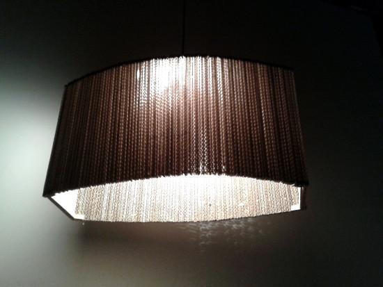 2-okna-lampa-z-tektury-6