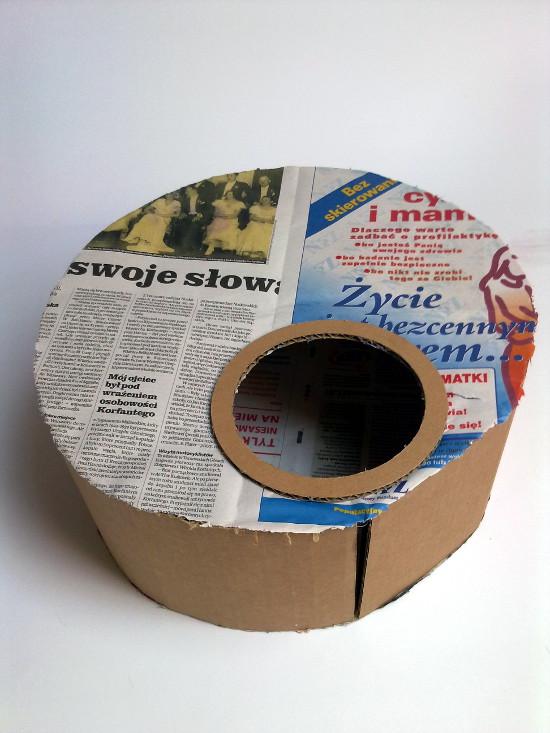 lampa-z-tektury-i-gazety-medalio-1