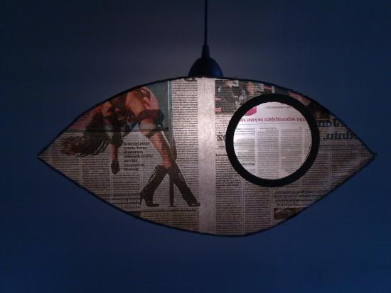lampa-z-tektury-i-gazety-oko-8