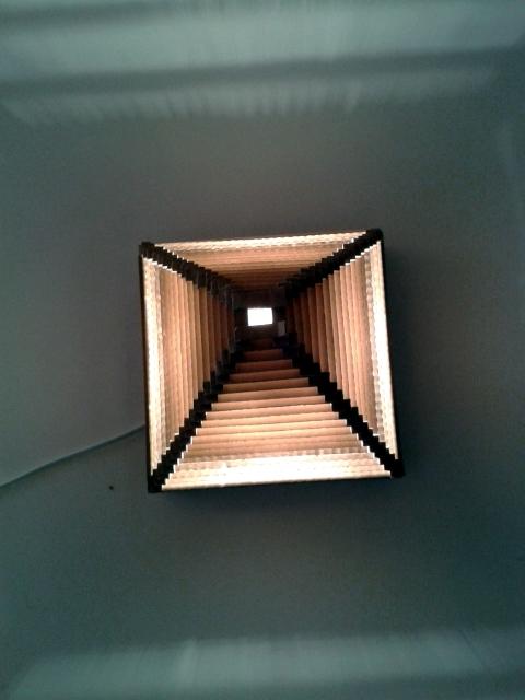 Lampa piramida z tektury - 8.jpg