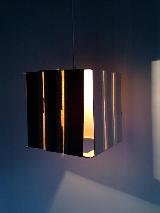 lampa-skrzynka-z-tektury-7
