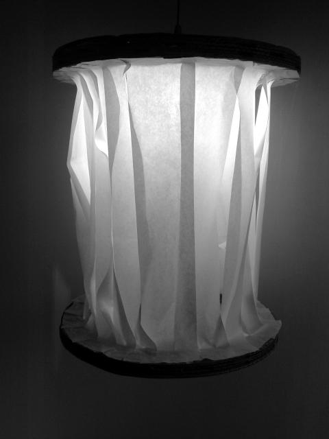lampa-szpulka-z-kartonu-1