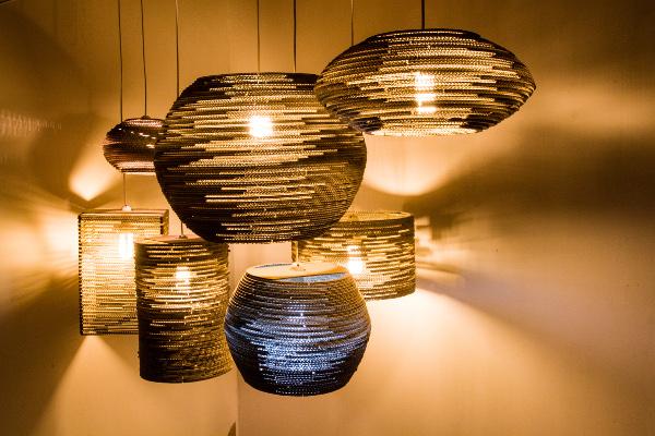 lampy-zkartonu-sesja-1