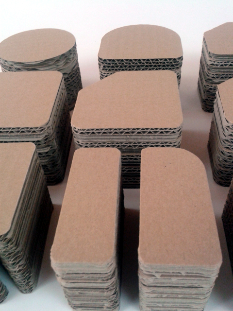 postumenty kartonowe pod produkty - 4
