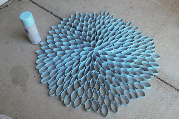 Sztuka z rolek papieru toaletowego