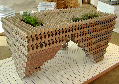 stol z jajek