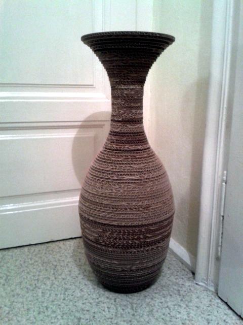 Lampa z tektury stojaca - 2