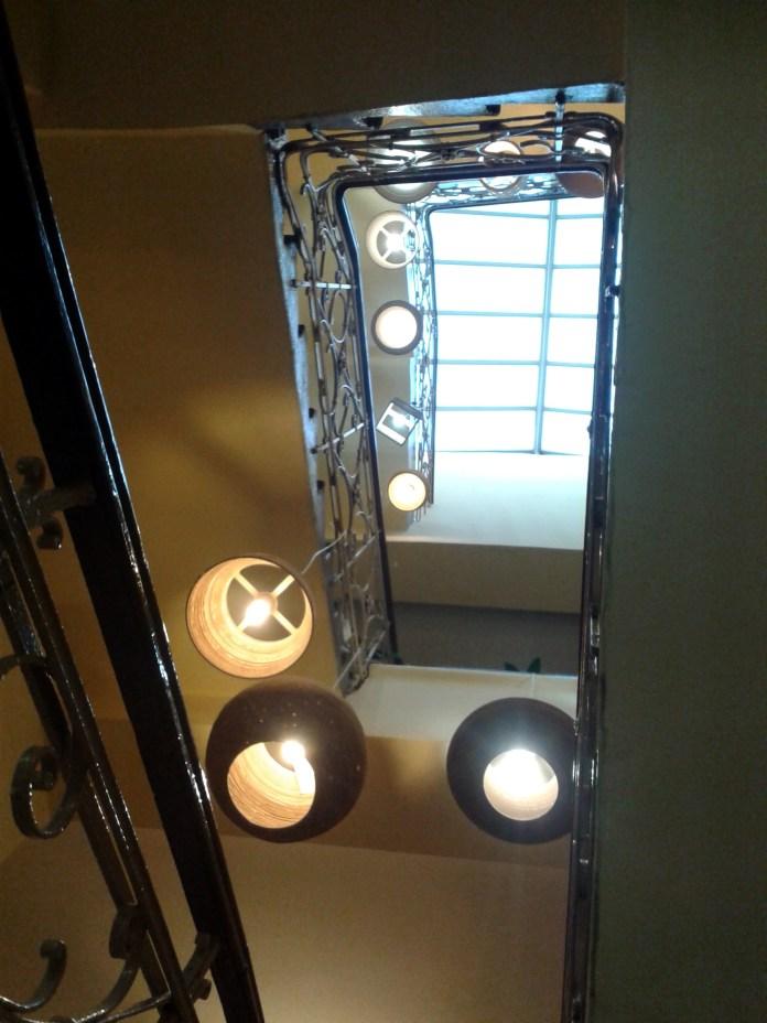 Cieszynska Noc Muzeow Instalacja lamp z kartonu - 11