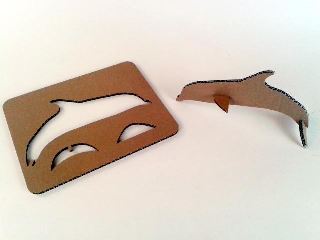 Kartonowe pływające zwierzaki  - delfin/ Cardboard swimming toys  – dolphin