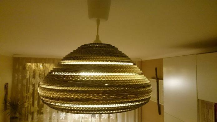 lampa-biala-z-kartonu-2