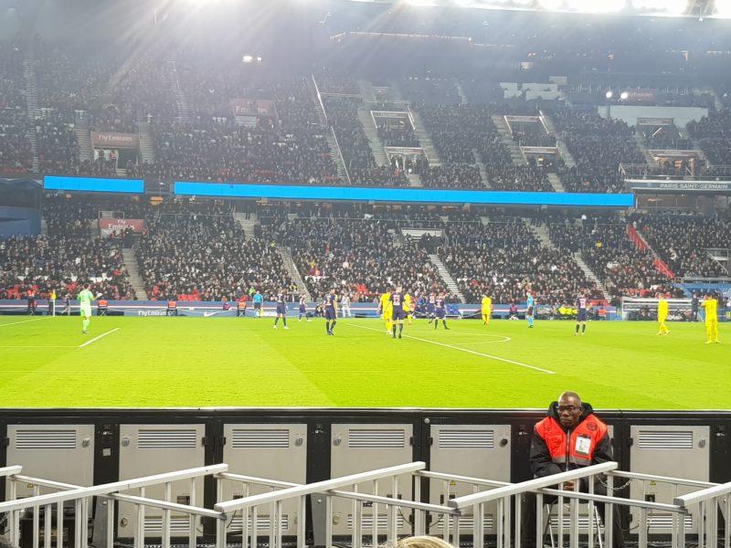 משחק כדורגל בפריז