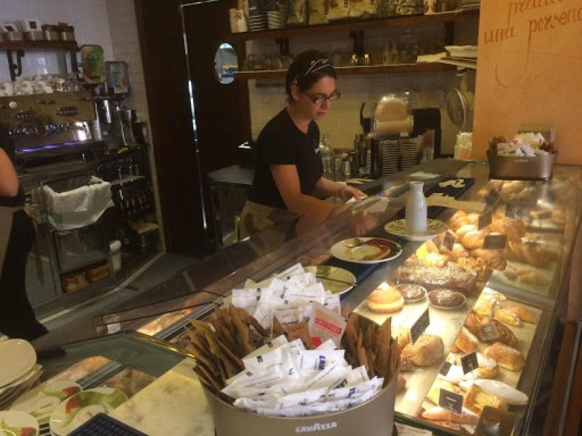 בית הקפה ביסטרו, פיאצה מטיאוטי, פרוג'יה (צילום: ינון דותן)