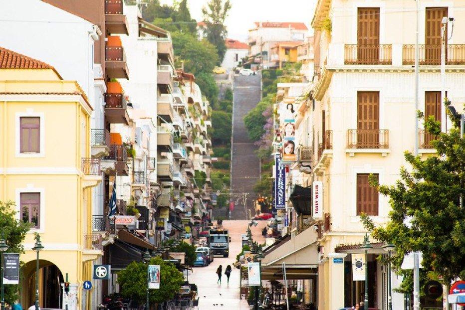 פטרה, יוון. מחירים נמוכים עדיין