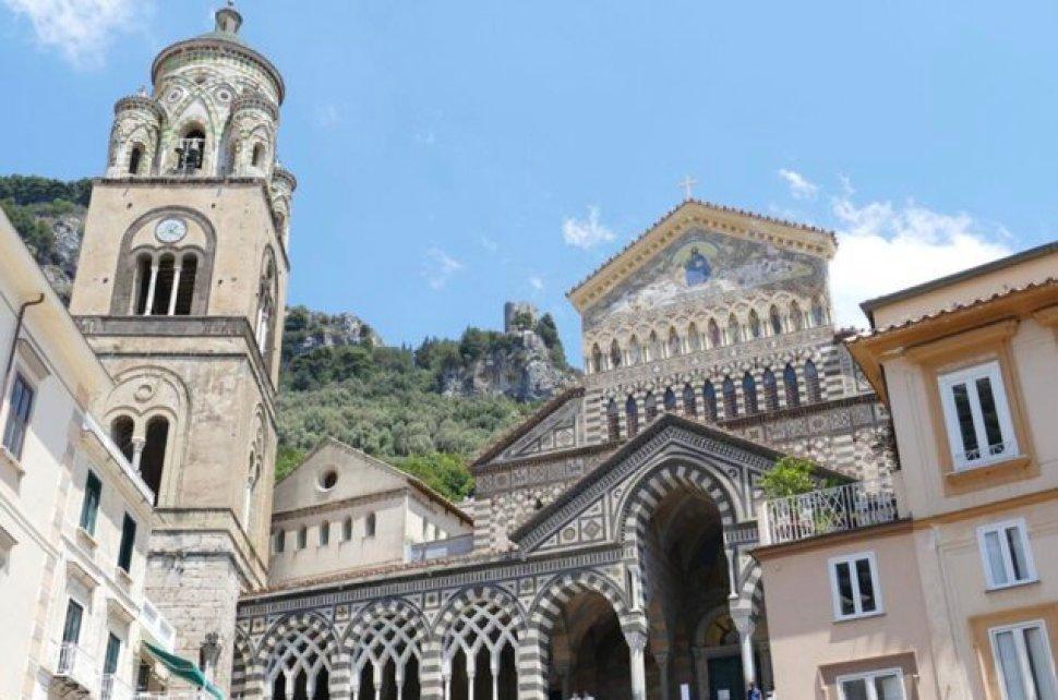 הקתדרלה של אמאלפי. טיול יום מנאפולי