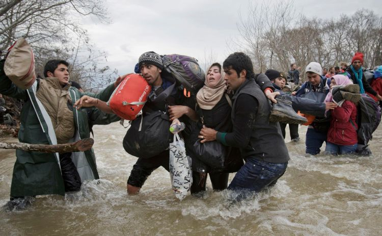 Premiul II Categoria Contemporary Issues Single © Vadim Ghirda, The Associated Press Title: Migrant Crossing