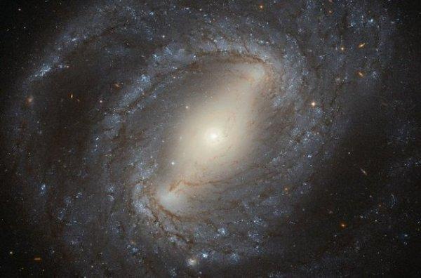"""""""Хаббл"""" сделал фото галактики из созвездия Волосы Вероники"""