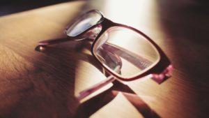 eyeglasses-698672_1920