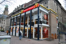 McDonalds-Coolsingel-by-MEI-Architects-and-Planners_dezeen_468_20