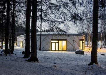 kotten-tengbom-trail-centre-sweden-wood-_dezeen_1568_1
