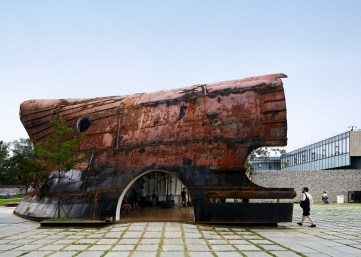 templ-shinslab-temporary-temple-seoul-south-korea-museum-courtyard-recycled-cargo-ship-parts_dezeen_1568_0