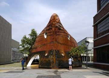 templ-shinslab-temporary-temple-seoul-south-korea-museum-courtyard-recycled-cargo-ship-parts_dezeen_1568_5