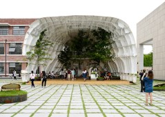 templ-shinslab-temporary-temple-seoul-south-korea-museum-courtyard-recycled-cargo-ship-parts_dezeen_1568_9