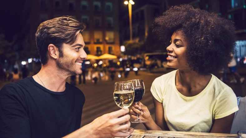 5 Helpful First Date Tips for Girls