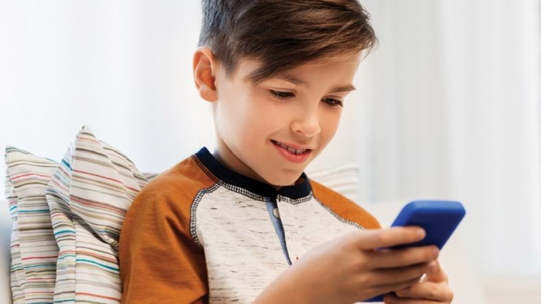 4 Safety Tips to Know Before Getting Your Child Their First Smartphone