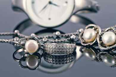 Top 5 Factors to Consider When Choosing Online Jewelry Stores