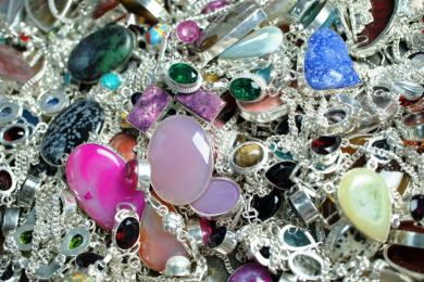 Everything You Need to Know About Buying Wholesale Jewellery 1
