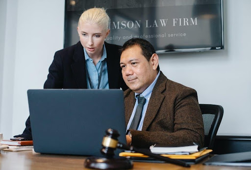The 5 Telltale Signs You Need to Hire a Real Estate Lawyer Right Away