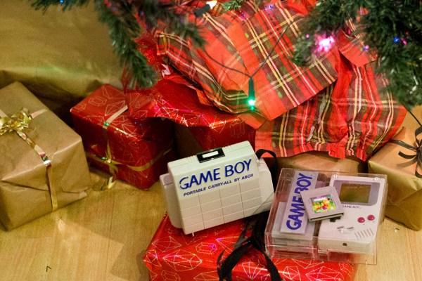 Game Boy unterm Weihnachtsbaum