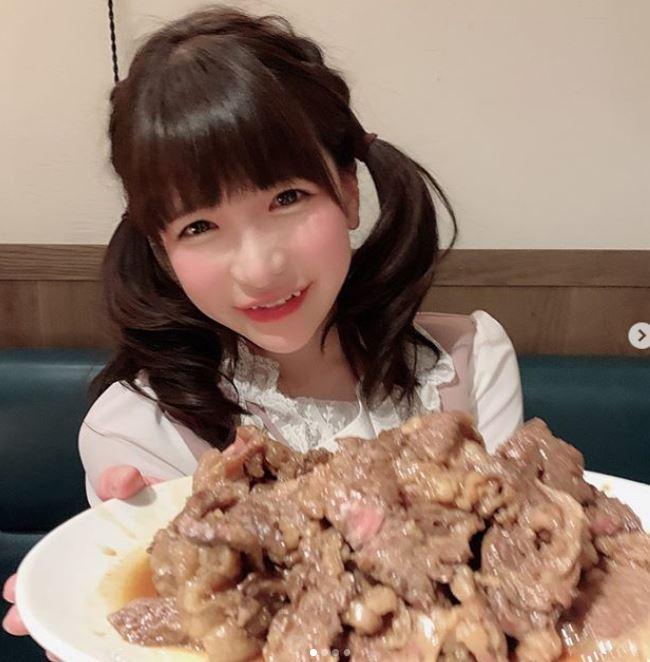 日本蘿莉大胃女狂曬「比基尼照」友人一壓凹陷...網激動:營養 ...