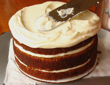 How to make carrot cake with cream cheese frosting   photo by Zoë François