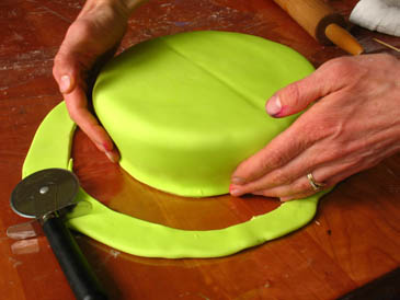 Shaping Fondant On Cake | ZoëBakes | Photo by Zoë François