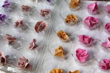 Gum paste flowers for springtime flower cake   Photo by Zoë François