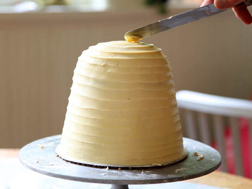 Buttercream for the beehive cake | ZoeBakes | Photo by Zoë François