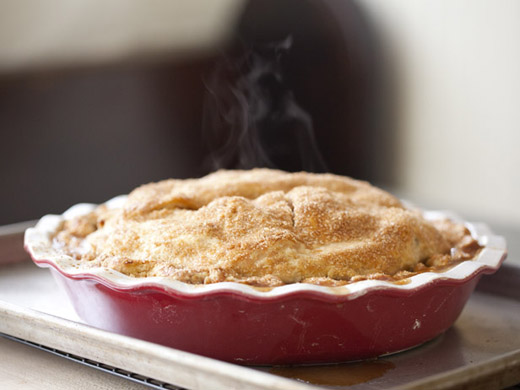 The best apple pie recipe - pie cooling on a wire rack | photo by Zoë François