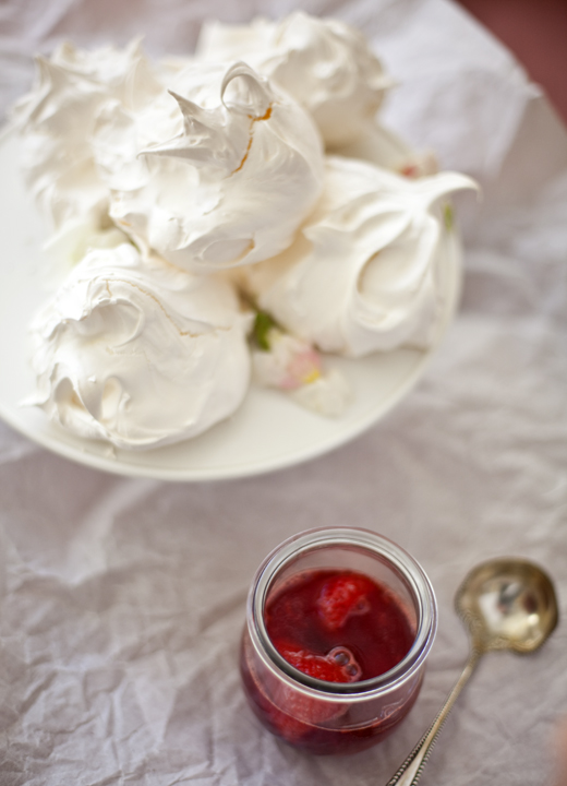 Meringues recipe | ZoëBakes | Photo by Zoë François