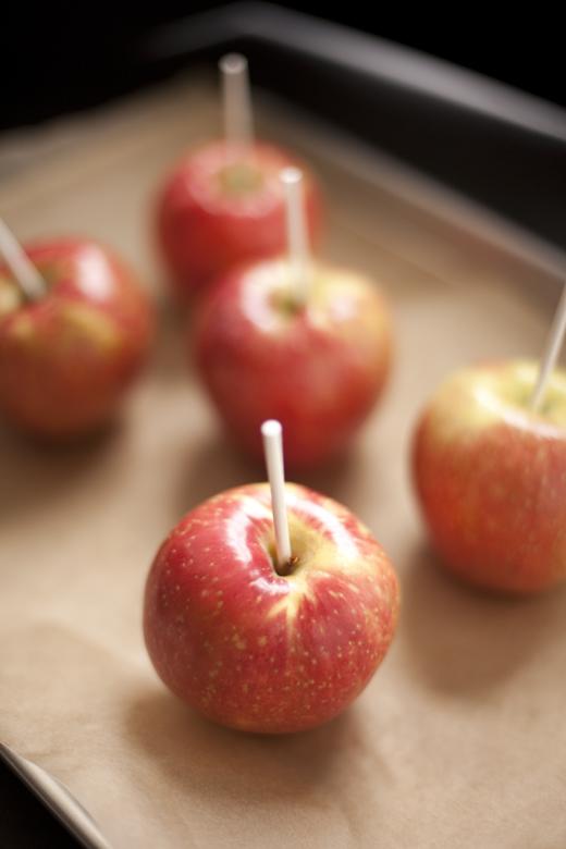 Preparing apples to dip in caramel | ZoëBakes | Photo by Zoë François
