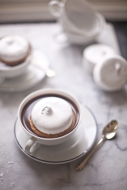 Round marshmallows in hot chocolate | how to make homemade marshmallows | photo by Zoë François