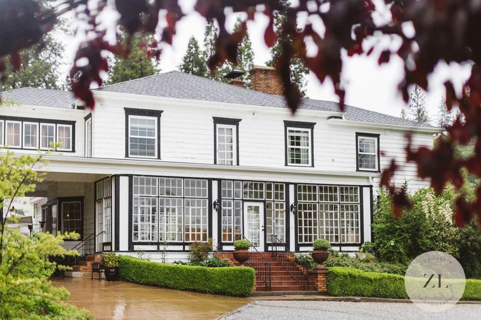 exterior of Monte Verde Inn Foresthill CA