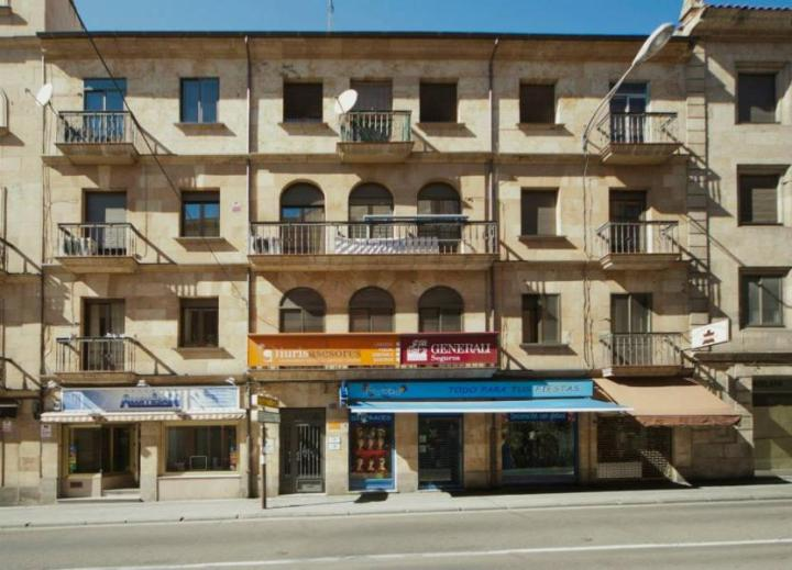 Edificio localizado en Calle Alvaro Gil 3