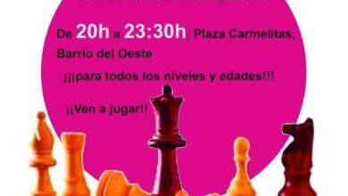 Photo of A jugar al ajedrez en la calle. Partida simultánea